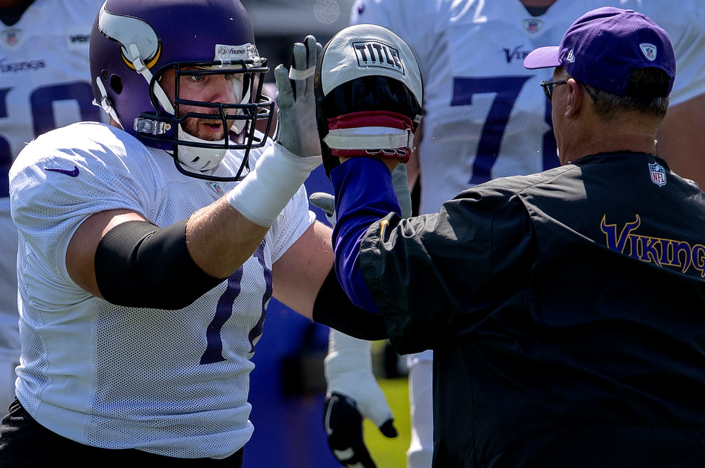online store a0e3d ec2ad Riley Reiff, Latavius Murray not playing in Seattle as ...