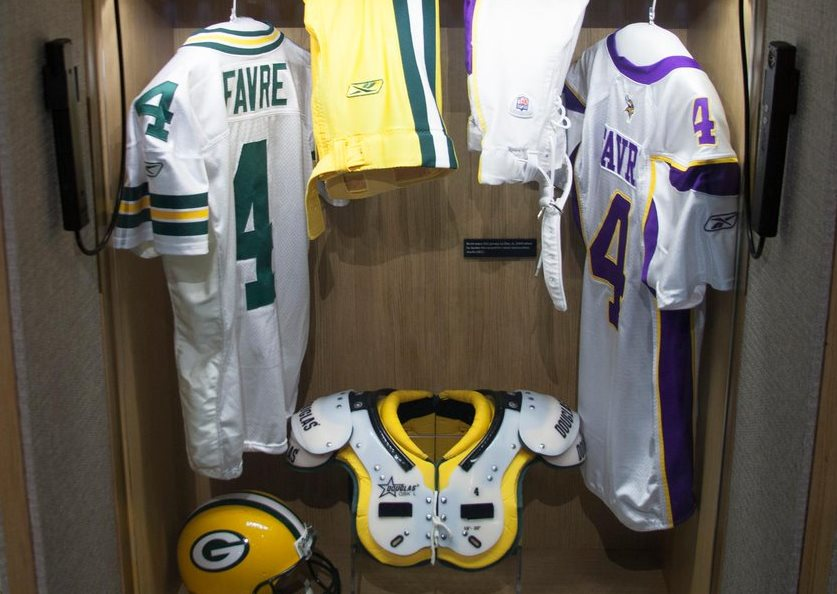 new concept 7ce3c 9b7eb Brett Favre's Hall of Fame locker has 2 jerseys: Vikings and ...