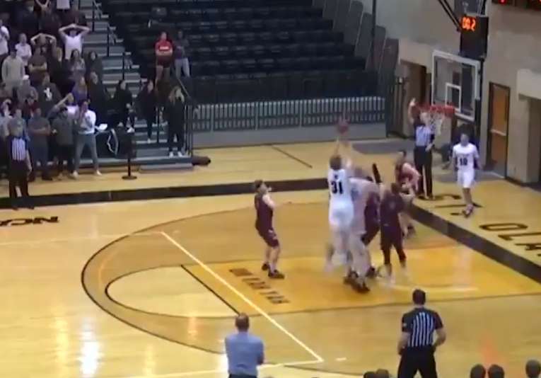 A referee's awful  call spoiled a wild Division III buzzer-beater